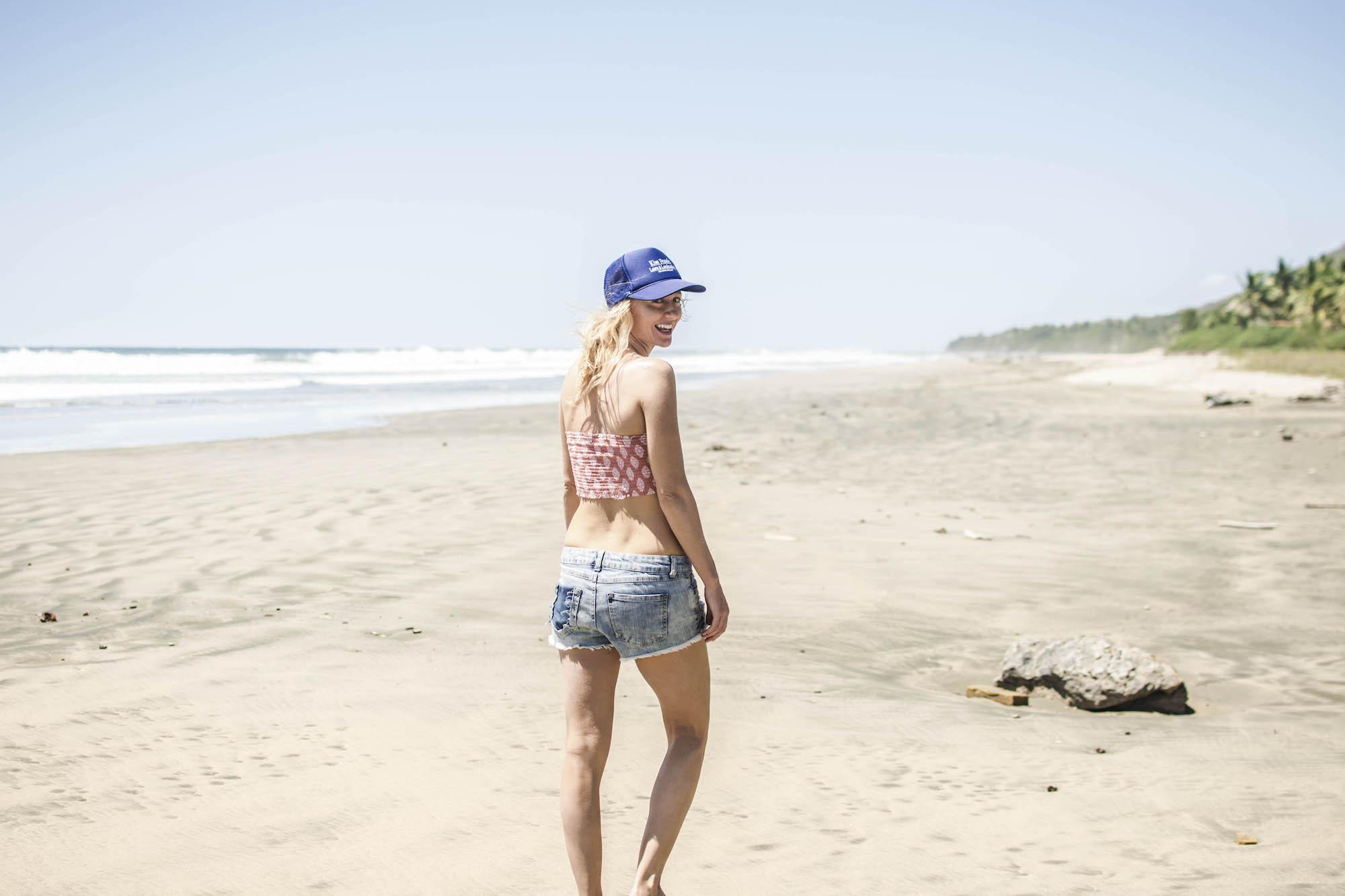 Hat bleu | Susan Nelson - Playa Troncones - LovaLinda Photography